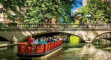 /uploadedImages/Destinations/West/SANANTONIO_0119_RiverBoat_Tour.jpg
